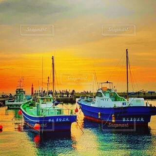 片瀬漁港の夕焼けの写真・画像素材[4186569]