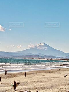 自然,風景,海,空,富士山,屋外,サーフィン,ビーチ,雲,砂浜,波,水面,海岸,山,サーファー,人物,湘南