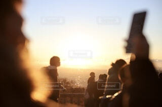 男性,風景,空,自撮り,太陽,朝日,白,雲,きれい,綺麗,スマホ,ぼかし,めでたい,人,正月,お正月,日の出,明るい,新年,初日の出,キレイ,ぼやける