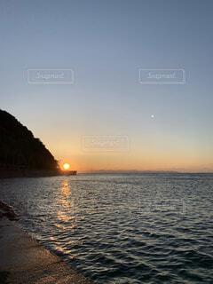 自然,風景,海,空,夕日,夜,夜空,屋外,湖,太陽,朝日,ビーチ,雲,夕焼け,夕暮れ,海岸,正月,お正月,日の出,新年,初日の出,日中