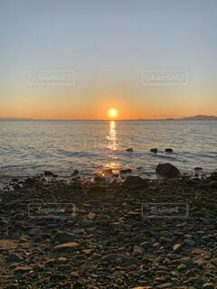 自然,風景,海,空,夕日,屋外,湖,太陽,朝日,星空,雲,夕焼け,夕暮れ,海岸,人,正月,お正月,日の出,新年,初日の出,人影,日中