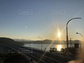 空,屋外,太陽,夕暮れ,道路,水面,道,淡路島,日中,街路灯
