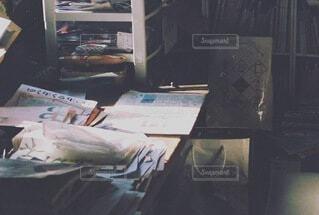 雑然とした机の写真・画像素材[4005900]