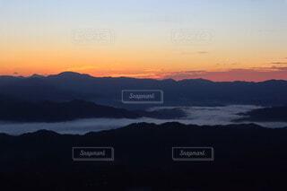 自然,風景,空,屋外,湖,朝日,雲,暗い,霧,山,景色,朝焼け,樹木,電線,正月,雲海,お正月,日の出,モーニング,高原,新年,初日の出,眺め,霞