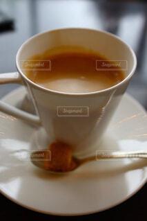 食べ物,カフェ,コーヒー,オレンジ,テーブル,スプーン,茶碗,皿,リラックス,マグカップ,食器,カップ,エスプレッソ,紅茶,カフェオレ,おうちカフェ,ドリンク,おうち,ライフスタイル,カフェイン,アールグレイ,インスタントコーヒー,食器類,コーヒー カップ,おうち時間,プーアル茶,受け皿,たんぽぽコーヒー,大紅袍