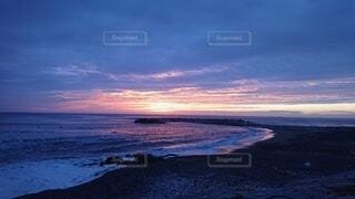 自然,風景,海,朝日,ビーチ,雲,波,水面,朝焼け,正月,お正月,日の出,新年,初日の出,波乗り