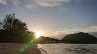 空,海外,朝日,ビーチ,雲,砂浜,水面,朝焼け,旅行,正月,お正月,マレーシア,日の出,ランカウイ島,新年,初日の出