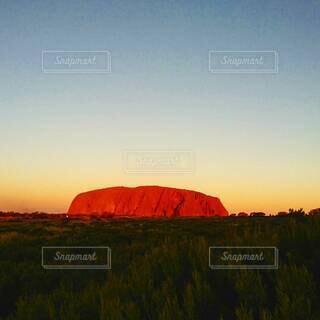 自然,風景,空,朝日,山,朝焼け,パワースポット,正月,お正月,オーストラリア,日の出,エアーズロック,聖地,新年,初日の出,ウルル,アボリジニ