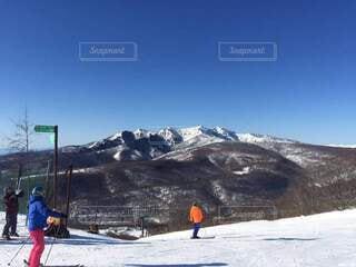空,冬,雪,屋外,山,スキー,運動,ゲレンデ,スノーボード,ウィンタースポーツ,日中