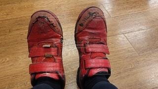 靴,赤,汚れ,爪先,履物,労働,補強,労働者,傷み,アウトドアシューズ,立ち仕事,安全靴,使い込み,セイフティシューズ