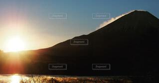 山,初日の出,2021年,山梨県精進湖
