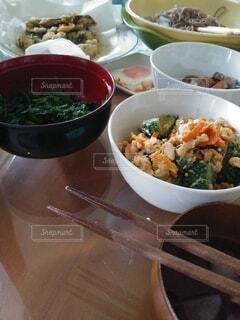 テーブルの上の食事の写真・画像素材[4670790]