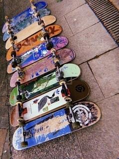 公園,カラフル,道路,車道,アート,道,スケートボード,タイヤ,歩道,スケボー,ペイント,並ぶ,板,並んだ