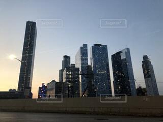 空,建物,ニューヨーク,街並み,屋外,雲,夕焼け,都市,夕方,シルエット,日没,タワー,都会,高層ビル,ダウンタウン,超高層ビル