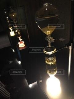 屋内,アート,ガラス,キャンドル,ランプ,芸術,食器,ボトル,グラス,明るい,ドリンク,緑茶,ワイングラス,ほうじ茶,水出し,水出し茶