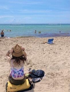 女性,自然,風景,海,空,海水浴,屋外,南国,砂,ビーチ,砂浜,水着,水面,海岸,女子,人物,麦わら帽子,人,旅行,旅,地面,マイアミビーチ,ストローハット