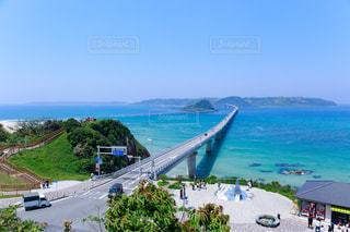 水の体の上の橋の写真・画像素材[1312510]