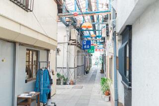 狭い通りの写真・画像素材[2831267]