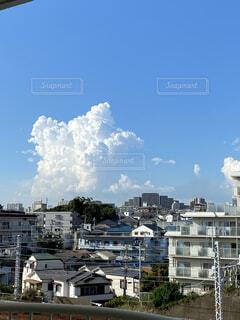 どんどん大きくなる入道雲の写真・画像素材[4035813]