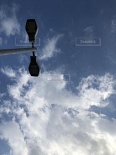 空,屋外,雲,電気,日中,街路灯