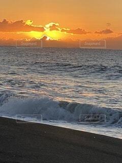 湘南の海の初日の出の写真・画像素材[4029454]