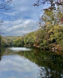 自然,空,秋,紅葉,屋外,赤,雲,水面,葉,樹木,湖、震生湖、静けさ、静寂、地震、釣り、バス
