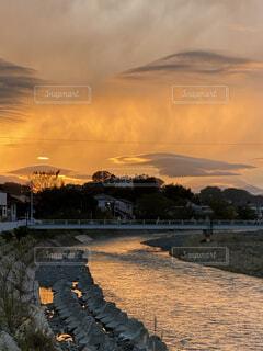 自然,風景,空,屋外,雲,夕暮れ,夕焼け、川面、川、散歩、散歩道、橋