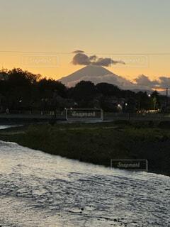 自然,風景,空,富士山,屋外,雲,夕暮れ,川,水面,草木,平塚、金目川