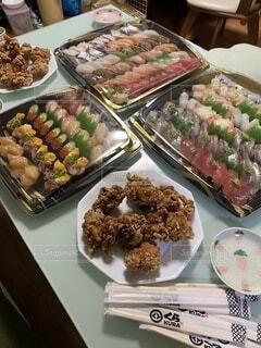 食べ物,皿,誕生日,おいしい,寿司、唐揚げ,ボリューム、沢山