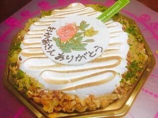 ケーキ,屋内,テーブル,生クリーム,皿,誕生日,ホイップクリーム,誕生日ケーキ,菓子,ケーキデコレーション,花、おめでとう