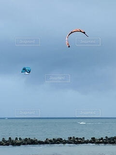 海,空,屋外,ビーチ,水面,小舟,カイト,岩礁,スポーツカイト,平塚海岸,ウィンドスポーツ