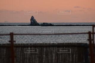 自然,風景,海,空,夕日,ビーチ,雲,夕焼け,夕暮れ,水面,海岸,オレンジ,岩,石,眺め,エモい,えぼし岩