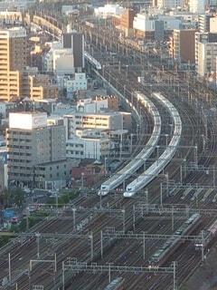 電車,線路,高層ビル,鉄道,新幹線,併走