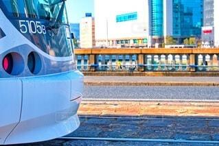 荒神橋と路面電車の写真・画像素材[4190101]