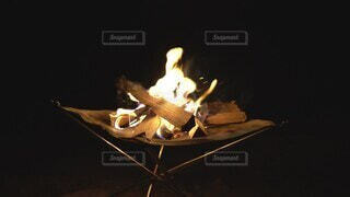 夜,キャンプ,炎,火,薪,焚き火,焚火,赤い,燃える,燃焼,書き込み,スローモーション,スーパースロー,燃焼の三要素