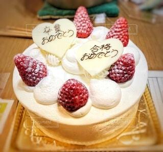 食べ物,ケーキ,いちご,クリーム,皿,甘い,甘味,おいしい,ホイップクリーム,卒業,誕生日ケーキ,おめでとう,菓子,合格,ショートケーキ,イチゴ,卒業おめでとう,合格おめでとう