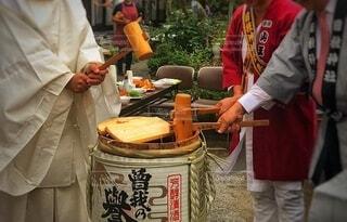 食べ物,嬉しい,人,祭り,美味しい,酒,酒樽,祝い,法被,神主,鏡開き,木槌