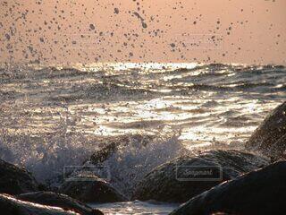 海,屋外,ビーチ,波,水面,夕陽,瞬間,しぶき,一瞬