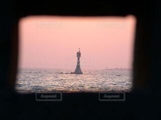 風景,海,空,ピンク,夕暮れ,水面,灯台,夕陽,輝き