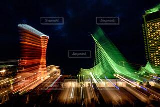 建物,夜,絶景,撮影,タワー,都会,ライトアップ,高層ビル,神戸,ポートタワー,フォトジェニック,インスタ映え,露光間ズーム
