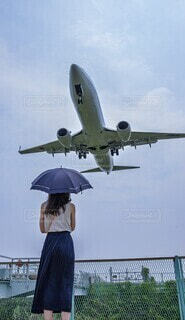 女性,風景,空,屋外,後ろ姿,飛行機,景色,人物,日傘,航空機,航空,日中,フォトジェニック,インスタ映え