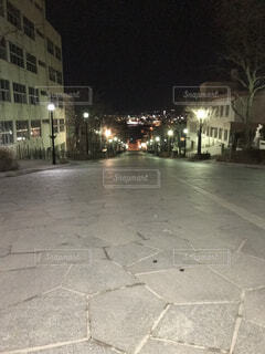 建物,夜,屋外,都会,道,歩道,明るい,通り,街路灯