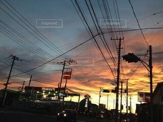 空,屋外,太陽,雲,夕暮れ,電線,電気,明るい,通り,景観,ライン,街路灯,電線路,電源供給,公益企業