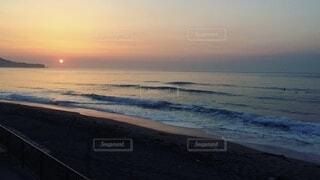 自然,海,空,屋外,太陽,朝日,ビーチ,砂浜,波,散歩,海岸,旅行,正月,お正月,日の出,新年,初日の出