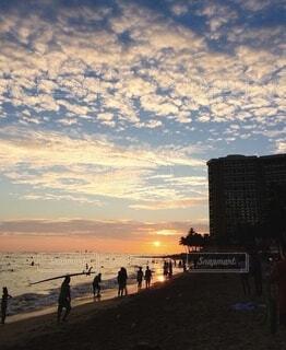 ビーチとサンセットの写真・画像素材[4057697]