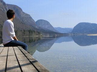 男性,自然,風景,空,屋外,湖,水面,山,反射,スロベニア
