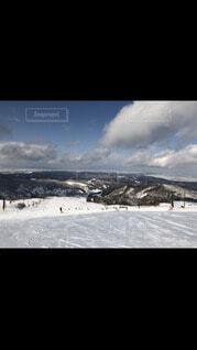 自然,風景,空,建物,冬,スポーツ,雪,屋外,雲,暗い,山,都会,人,スキー,運動,スノーボード,斜面,ウィンタースポーツ,テキスト,アイス スケート