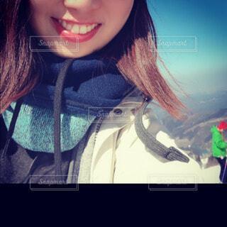 女性,風景,冬,アクセサリー,雪,屋外,口紅,少女,人,スカーフ,笑顔,顔,運動,リップ,ジャケット,ウィンタースポーツ,前髪,自分撮り,人間の顔