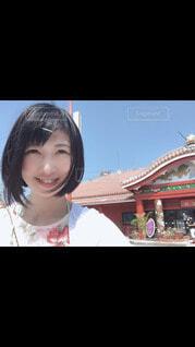 笑顔でこちらを見ている女の子の写真・画像素材[4091076]