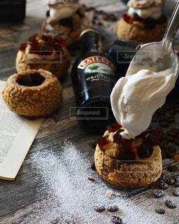 食べ物,スイーツ,ケーキ,コーヒー,おうちカフェ,ホイップクリーム,お菓子作り,シュークリーム,コーヒーゼリー,菓子,ブラックコーヒー,アイリッシュコーヒー,ダブルクリーム,グリーンコーヒー,シナモンコーヒー,シュークリーム作り